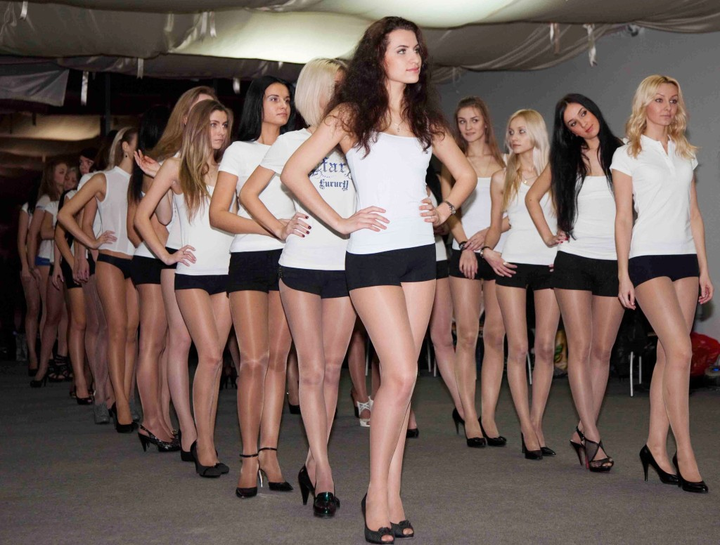 Работа моделью за и против работа для девушек не модельной внешности