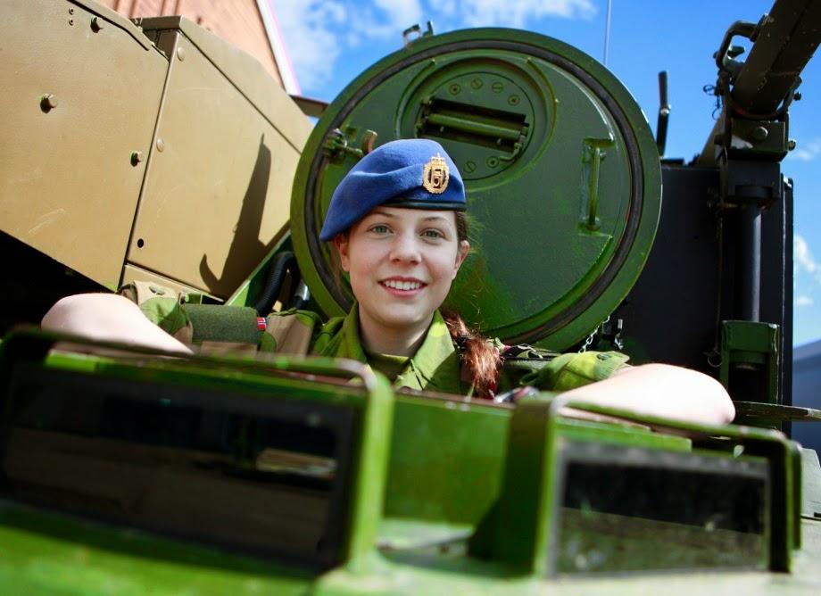 Военные профессии для девушек: какие женские профессии есть в военной сфере? Список должностей для девушек после 9 и 11 классов