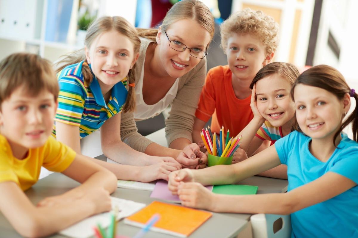 Картинка детей работающих в группе