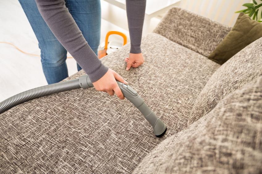 Чистка дивана дома