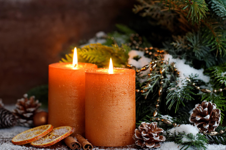 человек картинки с новогодними свечами получает