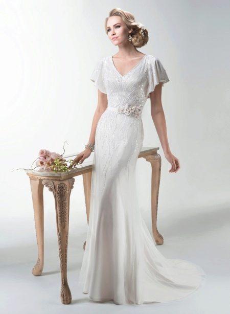 Выбор длинного свадебного платья с рукавом