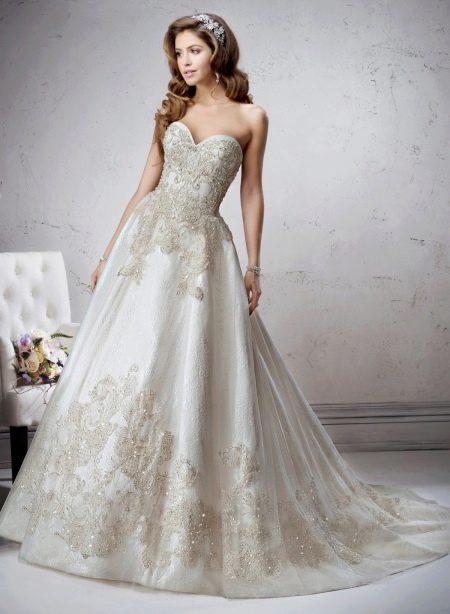 Роскошное длиное свадебное платье