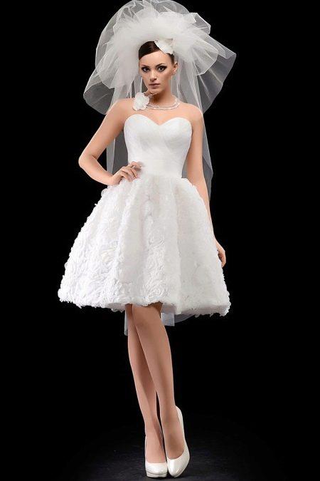короткие свадебные платья с фатой