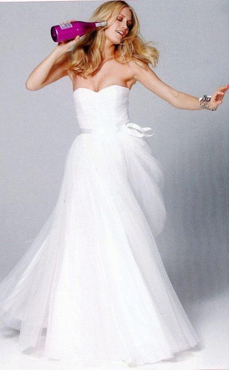 Свадебное платье с драпировкой по лифу
