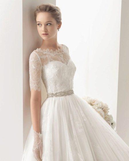 Длинное ажурное платье с рукавами