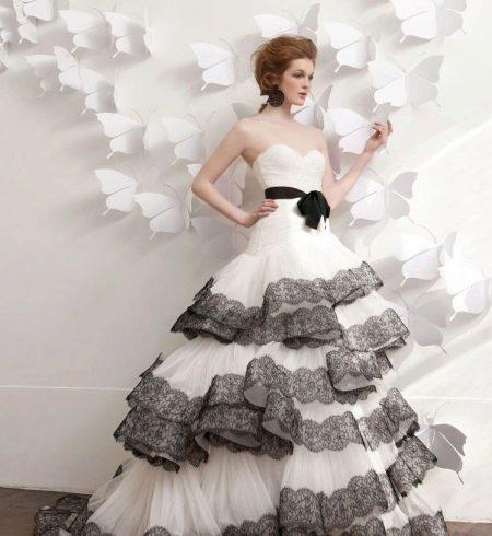 Кружевные элементы на свадебном платье
