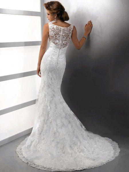 Длинное свадебное платье с пуговицами