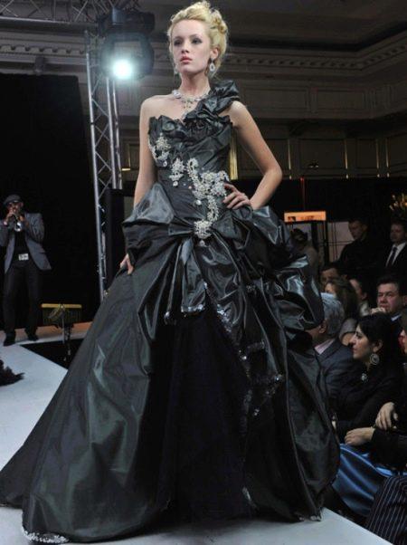 Черное свадебное платье от Юдашкина