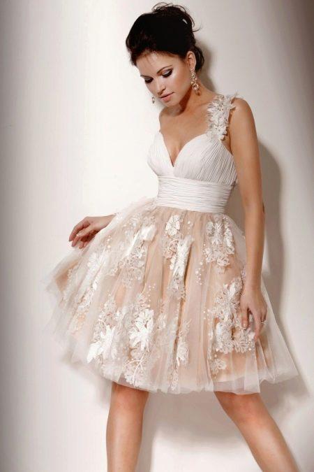 Летнее свадебное платье с атласным лифом и пышной юбкой