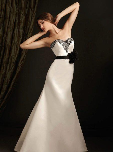 Простое свадебное платье с вышивкой