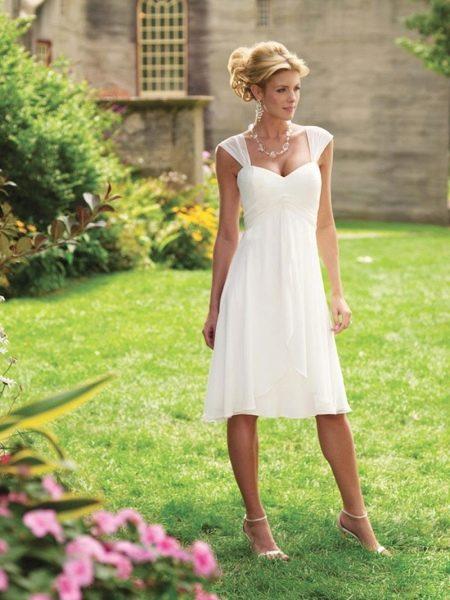 простое свадебное платье А-силуета