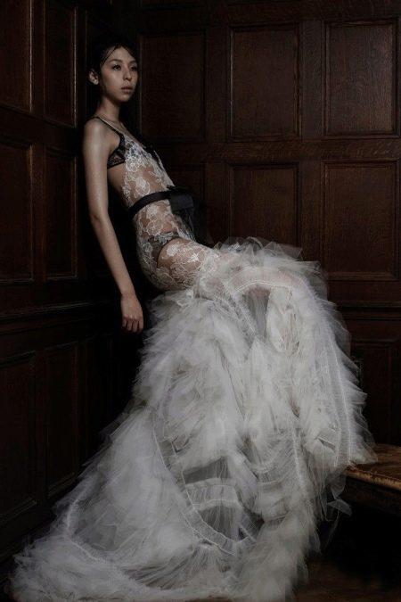 Сексуально-откровенное свадебное платье от Веры Вонг