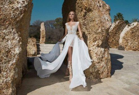 Короткое сексуальное свадебное платье со шлейфом