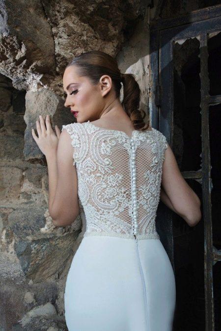Ажурная спина в свадебном платье Arava Kashdan
