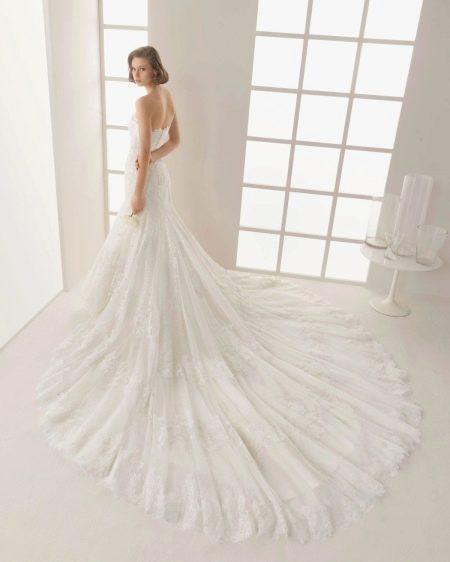 Свадебное платье русалка с длинным шлейфом