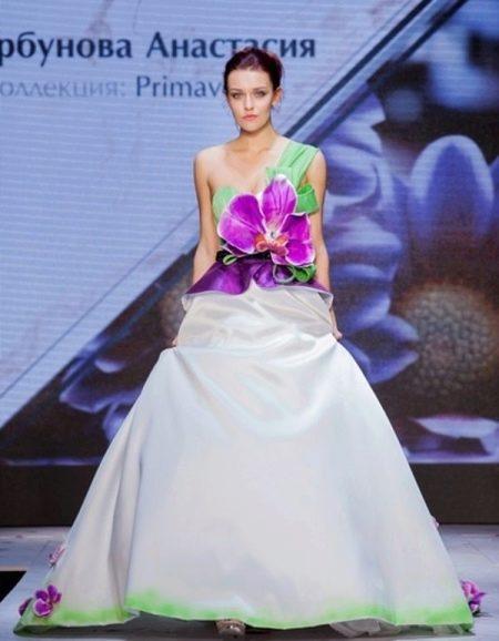 Свадебное короткое платье от Анастасии Горбуновой  с цветком