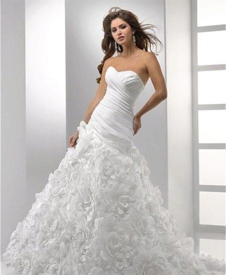Свадебное платье с удлиненной талией
