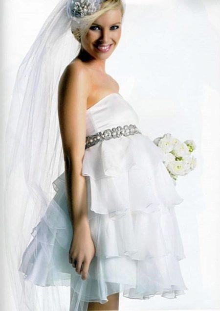 Короткое пышное свадебное платье для беременных