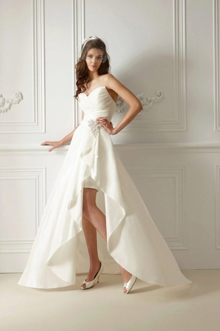 Свадебное платье короткое из атласа