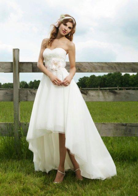 Короткое платье спереди и длинное сзади