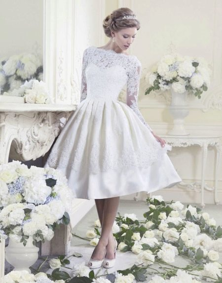 Короткое свадебное платье с кружевом ретро