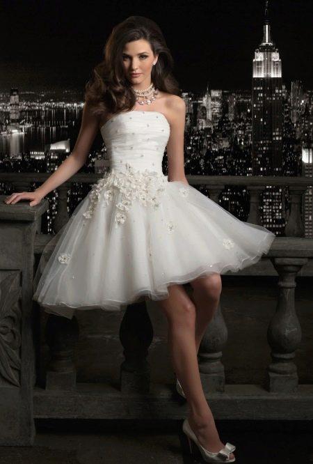 Свадебное платье короткое с пышной юбкой