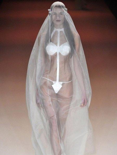 Свадебное откровенное платье Александра Фишер-Релер