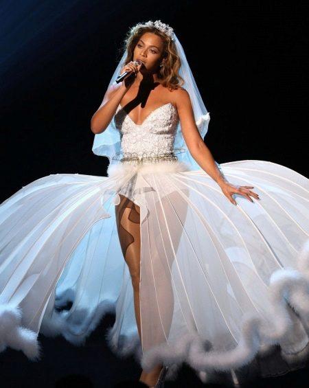Откровенное свадебное платье Бейонсе