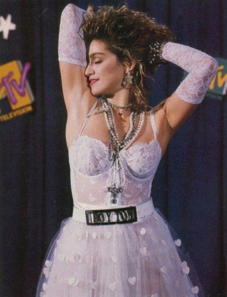 Откровенное свадебное платье Мадонны