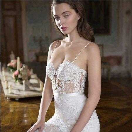 Откровенное свадебное платье белое