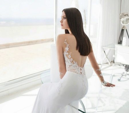 Свадебное платье с открытой спиной от Джули Вино