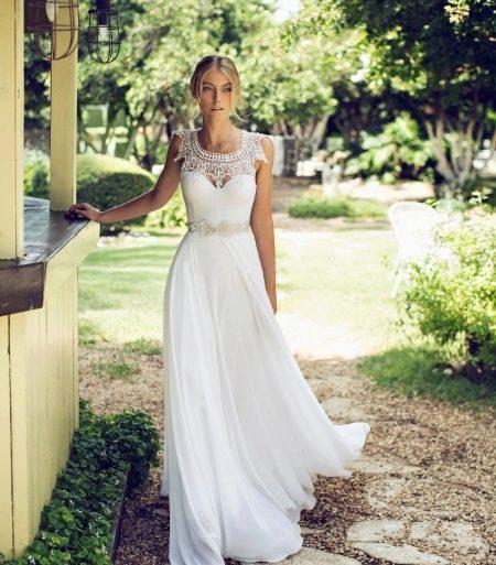 Свадебное платье с ажурным воротником прямое