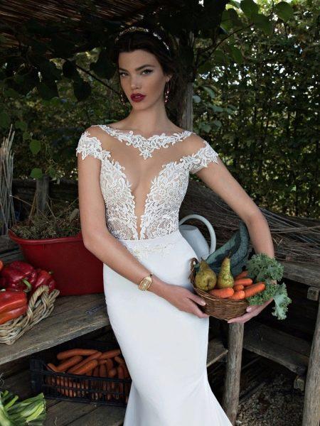 Свадебное платье с иллюзией декольте