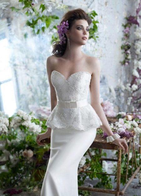 Свадебное платье с кружевной баской