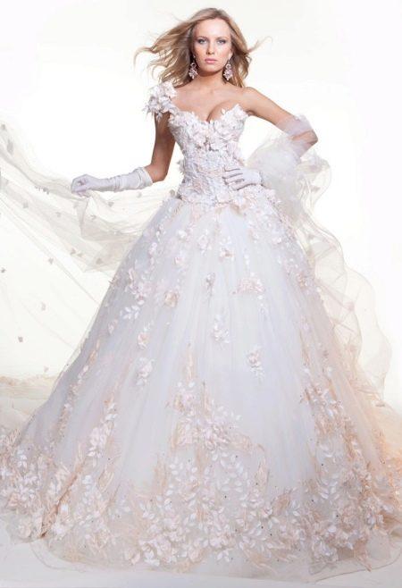 Свадебное платье с цветочной аппликацией от Оксана Муха