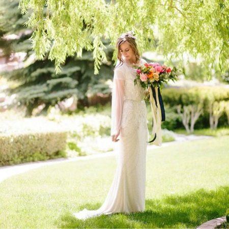 Красивое скромное свадебное платье