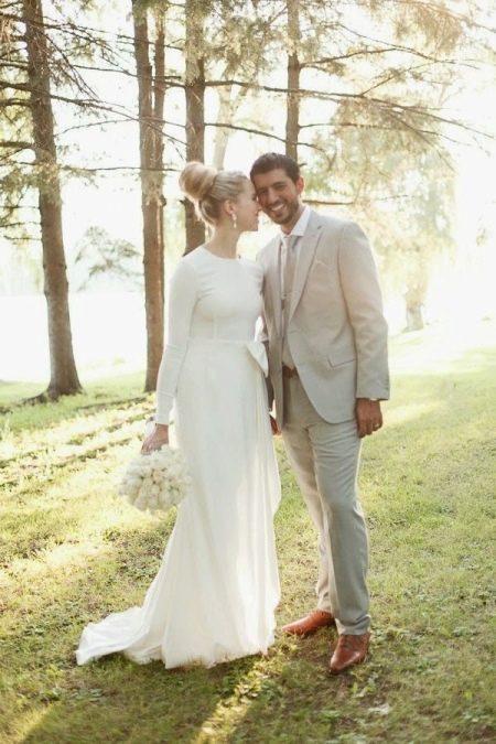 Скромное простое свадебное платье с закрытыми рукавами