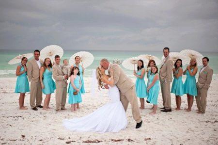 Пляжное свадебное платье со шлейфом