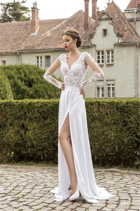 Разрез на длинном платье для пляжной церемонии