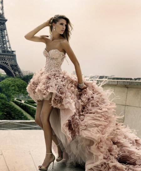 Дизайнерское свадебное платье короткое со шлейфом