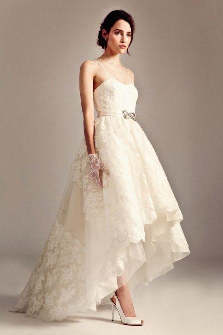Свадебное платье короткое кружевное со шлейфом