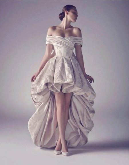 Свадебные платья короткие со шлейфом: короткое спереди, длинное сзади (45 фото)