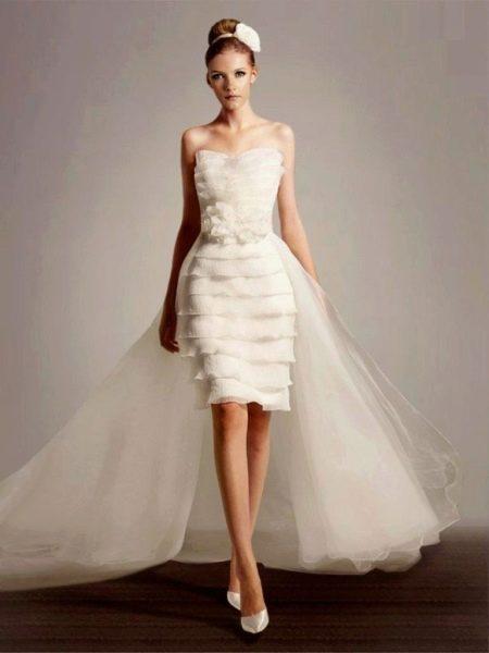 Короткое свадебное платье облегающее со шлейфом