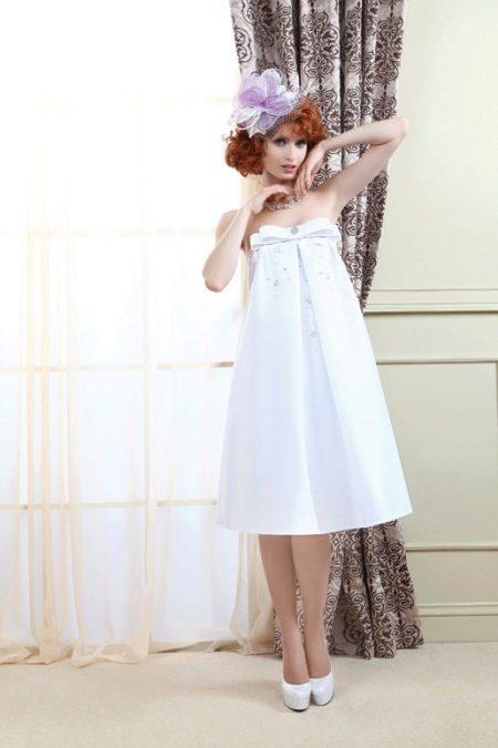Свадебное платье А-силуэта миди