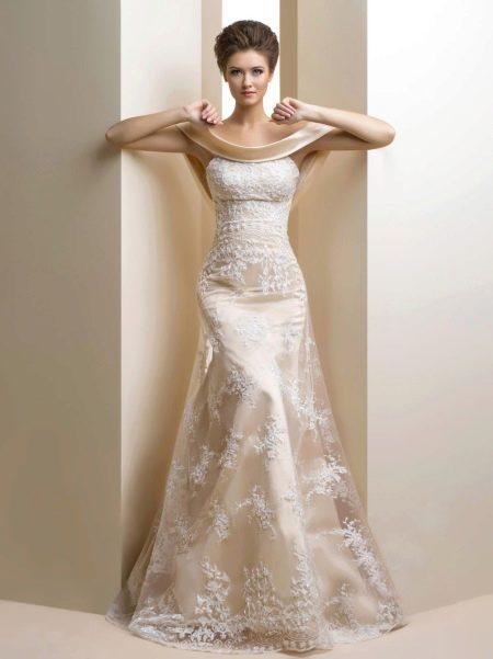 Недорогое свадебное платье из кружева