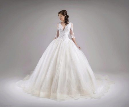 Пышное свадебное платье с рукавами в стиле принцесса