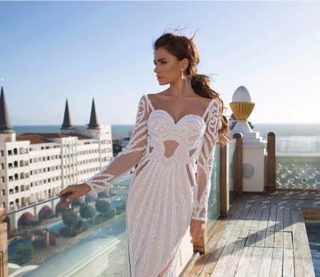 Свадебное платье прямое с кружевными рукавами