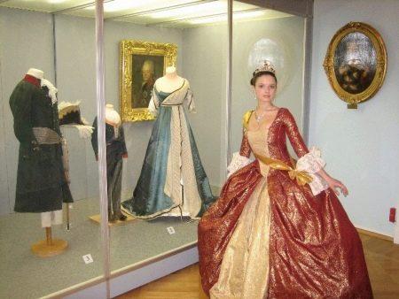 Свадебное платье времен Петра 1