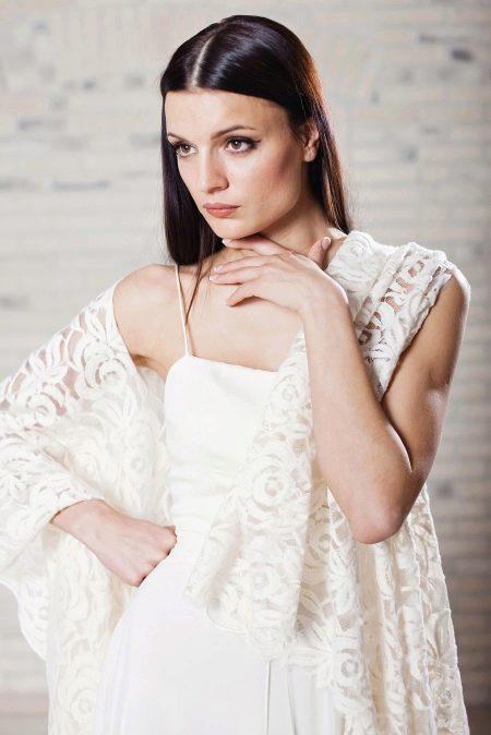 Свадебное платье в стиле рустик с шалью